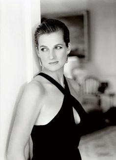 Princess of Wales Diana taken by the celebrated photographer Mario Testino. A series of photographs produced into a book called 'Diana, Princess of Wales' published in sadly this was 10 years after the sudden death of Diana. Lady Diana Spencer, Mario Testino, Princesa Diana, Tilda Swinton, Divas, Gisele Bündchen, Princess Of Wales, Royal Princess, Queen Of Hearts