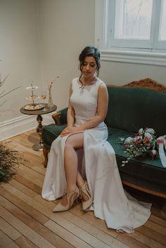 Crédit photo : Mylène Michaud Photographe Skirts, Tops, Fashion, Two Piece Dress, Unique Dresses, Minimalist, Moda, Fashion Styles, Skirt