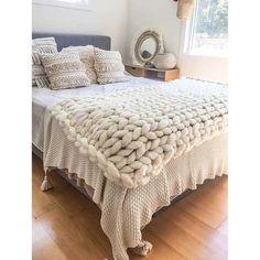 Tassel Throw Blanket Off-White Large Knit Blanket, Chunky Knit Throw, Chunky Blanket, Knitted Blankets, Merino Wool Blanket, Big Knits, Pink Bedding, Bed Throws, Knitting