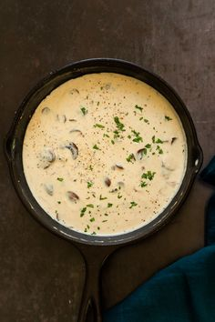 This Mushroom wine sauce is flexible and versatile and great to serve as side with pasta roasted veggies, mashed veggies and more. Mushroom Wine Sauce, Creamy Mushroom Sauce, Creamy Mushrooms, Creamy Sauce, Stuffed Mushrooms, Stuffed Peppers, Vegan Sauces, Vegan Foods, Vegan Recipes