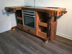 Kitchen Cook from old planer S. Loftart - Upcycled Home Decor Upcycled Home Decor, Upcycled Furniture, Vintage Furniture, Workbench Designs, Diy Workbench, Folding Workbench, Woodworking Furniture, Woodworking Projects, Diy Projects