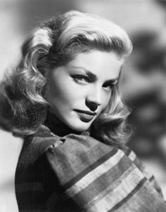 American actress Lauren Bacall Get premium, high resolution news photos at Getty Images Old Hollywood Glamour, Golden Age Of Hollywood, Vintage Hollywood, Hollywood Stars, Classic Hollywood, Vintage Glamour, Vintage Beauty, Lauren Bacall, Dorothy Lamour