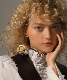 Gemma Ward gets a new look for the latest cover story of Marfa Journal. The Australian model rocks a inspired, curly hairstyle in a spread photographed by… Marfa Journal, Curly Hair Styles, Natural Hair Styles, Model Rock, Gemma Ward, Australian Models, Beauty Editorial, Curly Girl, Fashion Story