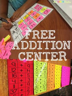 This is a great idea ! Free math center for addition. Teaching First Grade, First Grade Teachers, 1st Grade Math, Teaching Math, Second Grade, Teaching Ideas, Grade 2, Math Classroom, Kindergarten Math