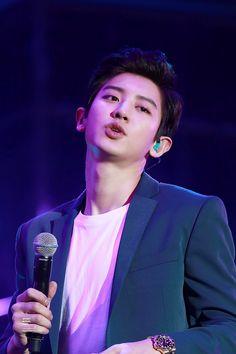 💗Chanyeol in Shanghai💗cre:YeolBest💗fr. Park Chanyeol Exo, Kpop Exo, Exo Chanyeol, Kyungsoo, Kim Junmyeon, Exo Members, Ji Chang Wook, Chanbaek, Handsome Boys