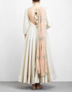 Anarkali dress pattern - Off White and Peach Anarkali Set Indian Fashion Dresses, Indian Gowns Dresses, Dress Indian Style, Indian Designer Outfits, Pakistani Dresses, Flapper Dresses, Kurta Designs, Kurti Designs Party Wear, Lehenga Designs