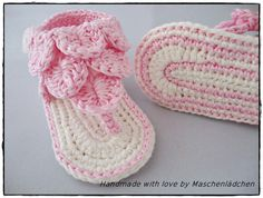 Babyschuhe - Zehentrenner von Maschenlädchen auf DaWanda.com ♡ Crochet Baby Sandals, Crochet Shoes, Baby Patterns, Crochet Patterns, Beautiful Babies, Baby Knitting, Free Pattern, Baby Shoes, Fashion