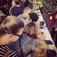 Der er ikke noget som 200 m #kringle og #gratis #kaffe der kan få #odenseanerne til at gå #amok! #åbning #odinsbro #odin #søndag #odense #thisisodense #mitodense www.thisisodense.dk/13161/aabningen-af-odins-bro