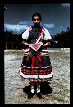 From Martos, NHA Néprajzi Múzeum   Online Gyűjtemények - Etnológiai Archívum, Diapozitív-gyűjtemény Folk Costume, Costumes, Folk Music, Embroidery Patterns, Ethnic, Hipster, Culture, Popular, Traditional