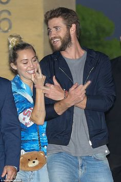 Miley Cyrus and Liam Hemsworth are all smiles after Dinner Date Justin Bieber Videos, Liam Y Miley, Liam Hemsworth And Miley, Miley Cyrus, Hannah Montana, Disney Channel, Justin Bieber Canciones, Tennessee, Entertainment Blogs