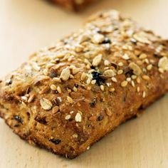 Muesli bread with thermomix. I propose you a muesli bread recipe, simple to prepare at home with the help of your thermomix robot. Pain Thermomix, Robot Thermomix, Thermomix Bread, Pizza Recipes, Bread Recipes, Baking Recipes, Muesli Bread, Fruit Fast, Tesco Real Food