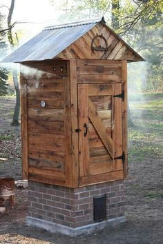 Diy Shed Kit - Woodworking Plans Smoke House Diy, Smoke House Plans, Wooden Projects, Woodworking Projects Diy, Woodworking Plans, Woodworking Equipment, Woodworking Skills, Woodworking Furniture, Furniture Plans