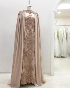 Ideas dress brokat cape for 2019 Abaya Fashion, Muslim Fashion, Modest Fashion, Fashion Dresses, Pretty Dresses, Beautiful Dresses, Muslimah Wedding Dress, Dress Brokat, Evening Dresses