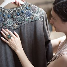 Folk Fashion, Autumn Fashion, Abaya Fashion, Fashion Dresses, Afghan Clothes, Designs For Dresses, Maxi Gowns, Embroidered Jacket, Russian Fashion