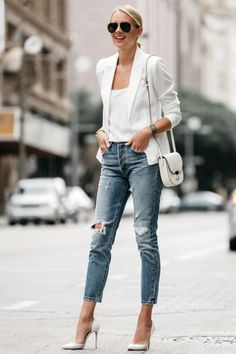 Fashion Jackson shows you how to wear a white blazer, even during the hot summer. Paired with denim and pumps for an effortless outfit. White Blazer Outfits, Blazer Outfits For Women, Blazers For Women, Casual Outfits, White Heels Outfit, White Blazer Women, Womens Jeans Outfits, Black Stylish Outfits, White Outfits For Women