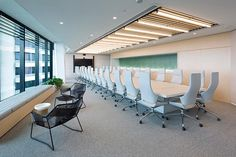 In the boardroom, a wall of creeping plants is visible through frosted glass. Corporate Interiors, Office Interiors, Corporate Offices, Metting Room, Conference Room Design, Office Entrance, Bar Design Awards, Office Meeting, Workplace Design