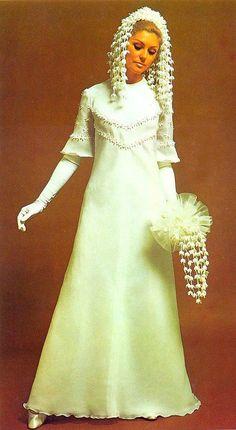 17 Ideas for vintage wedding attire women style Retro Wedding Dresses, Bridal Dresses, Vintage Dresses, Wedding Gowns, 1970 Dresses, Vintage Bridal, Vintage Weddings, Wedding Attire, Bridal Style