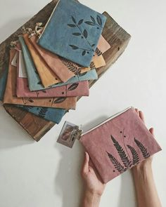 Making zero waste pouches with fabric remnants — kaliko Fabric Remnants, Fabric Scraps, Reuse Fabric, Recycled Fabric, Sewing Crafts, Sewing Projects, Wood Projects, Embroidery Bags, Leftover Fabric