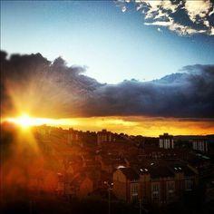 Sunrise over Sheffield (photo by @sikanderayub on IG) #socialsheffield #sheffield