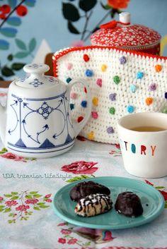 Crochet teacosy
