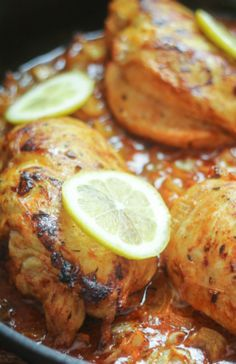 South African Piri Piri Chicken (chicken simmered in a spiced lemon-onion sauce). So easy and different! chicken recipes for dinner I Love Food, Good Food, Yummy Food, Dinner Entrees, Dinner Recipes, Recetas Salvadorenas, Gula, South African Recipes, South African Food