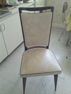 Chaise en skaï