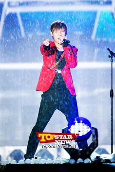 Infinite's Kim Sung Kyu is already wet under the rain…2012 London Olympic Athletes welcome home festival [KPOP]