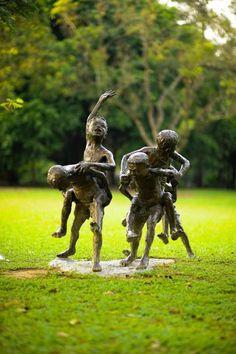 chang kuda sculpture at lawn e Singapore Botanic Gardens, Sculptures, Lion Sculpture, Types Of Plants, Botanical Gardens, Garden Art, National Parks, Landscape, Statues