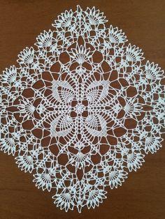 Red white doily 13 in-christmas doily-crochet doily-christmas decor-gift for christmas-red tableclot Crochet Tablecloth Pattern, Crochet Doily Diagram, Crochet Lace Edging, Crochet Doily Patterns, Crochet Art, Crochet Squares, Crochet Home, Thread Crochet, Filet Crochet