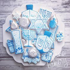 Hanukkah sets will be posted later tonight! (Christmas sets will post on Friday) Hannukah Cookies, Jewish Cookies, Happy Hannukah, Holiday Cookies, Royal Icing Cookies Recipe, Cookie Frosting, Fancy Sugar Cookies, Jewish Celebrations, Christmas Hanukkah