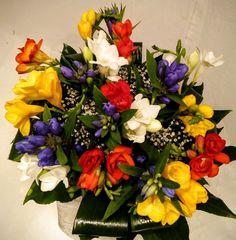 krásne kytice frézií Bratislava, Floral Wreath, Wreaths, Plants, Decor, Decoration, Decorating, Door Wreaths, Flora
