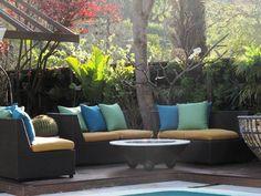 Un rico espacio outdoor junto a un fogón, ideal para las noches heladas de otoño