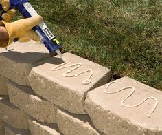 to Build an Interlocking Retaining Wall We'll show you how to build a strong, stylish retaining wall without mortar.We'll show you how to build a strong, stylish retaining wall without mortar. Small Retaining Wall, Backyard Retaining Walls, Concrete Patio, Backyard Patio, Driveway Pavers, Building A Retaining Wall, Brick Walkway, Concrete Walls, Backyard Projects