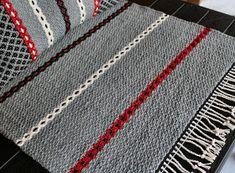Min hobby: Snart är det jul igen... Weaving Textiles, Weaving Art, Weaving Patterns, Loom Weaving, Tapestry Weaving, Textile Patterns, Hand Weaving, Rug Inspiration, Recycled Fabric