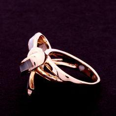 anel madre pérola com laço. Clique na imagem para comprar ou acesse www.gifto.net.br