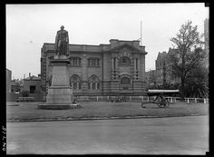 Mitchell Library, Sydney, Dec 1923,by the Daily Mail.  Find more detailed information about this photographic collection: http://acms.sl.nsw.gov.au/item/itemDetailPaged.aspx?itemID=430623.  From the collection of the State Library of New South Wales www.sl.nsw.gov.au
