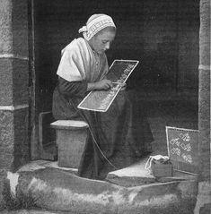 Une brodeuse à Douarnenez vers 1905 - Douarnenez — Wikipédia                                                                                                                                                                                 Plus