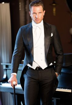 Tailored suits and jackets, the true Made in Italy by Sartoria Rossi – Tailor Made - Care for details Formal Dresses For Men, Men Formal, Wedding Men, Wedding Suits, Wedding Morning Suits, Blazer Outfits Men, Blue Suit Men, Designer Suits For Men, Brown Suits