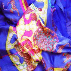 silk foulard JULUNGGUL.Silk accessories JULUNGGUL www.julunggul.com fular de seda JULUNGGUL. Complementos de seda JULUNGGUL www.julunggul.com