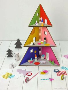 cardboard Christmas tree doll house / cardboard DIY Mr Printables strikes again Cardboard Christmas Tree, Diy Christmas Tree, Christmas Toys, Simple Christmas, Xmas Tree, Modern Christmas, Christmas Decorations, Christmas Ornaments, Cardboard Dollhouse