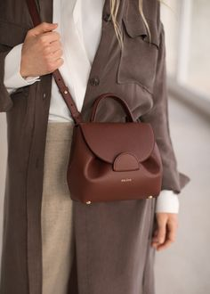 """Undeniably feminine for its sensual curves, """"Number One Mini"""" is Polène's signature handbag. Designed as a day bag, you'll love its elegant yet easy-going style. Fashion Jobs, Love Fashion, Korean Fashion, Vintage Fashion, Fashion Vest, Girl Fashion, Winter Fashion, Womens Fashion, 80s Fashion Party"""