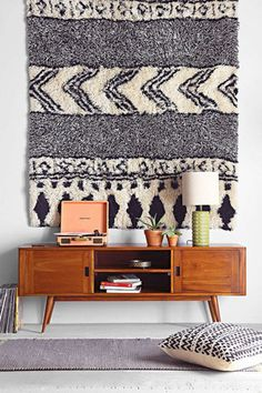 Woven walls are set to be a huge trend for Hang rugs, macrame, wall hangings. handmade home decor inspiration. Decor, Furniture, Home Decor Inspiration, Interior, House Interior, Home Deco, Retro Home, Interior Design, Furnishings