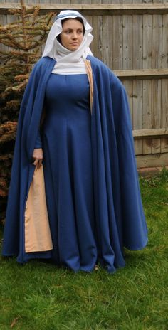 Early to mid 14th century gown and a cloak/mantle, based on the effigy of Blanche Mortimer.