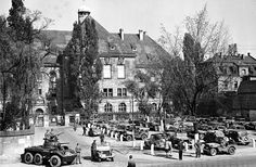 This Day in History: Nov 20, 1945: Nuremberg trials begin http://dingeengoete.blogspot.com/ http://www.memorium-nuremberg.de/images/bewachung_justizpalast.jpg