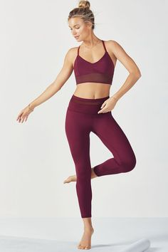 Power to the mesh (and your performance) in our net-overlay midi bra and high-waisted 7/8 capris with a breathable mesh insert at the waist.