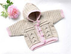 Diese PDF-Häkelanleitung besteht aus bebilderter Anleitung zum Häkeln von Baby- oder Kinderjacke für Gr. 56-116 (1 M. bis 5-jähriges Kind) mit einem Zopfmuster. Die Jacke kann sowohl für den Sommer, als auch für den Winter gehäkelt werden (abhängi