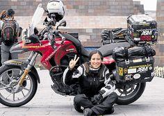 Esta joven piloto española pasó por Ecuador y nos contó todos los detalles de su aventura en motocicleta alrededor del planeta. Foto: Cortesía / Alicia Sornosa