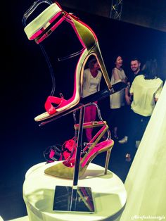 http://alvufashionstyle.com/2014/07/15/altaroma-vogue-italia-presentano-who-is-on-next-corion-vince-categoria-accessori/