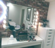 We have a some new additions to our Beauty Room at @thehairsecretberkhamsted Youngblood Makeup range, new Makeup storage, a ring light for flawless Makeup application and photos and a Hollywood Mirror✨come and check it out and have a Makeup Lesson! #bloombeauty #mua #muotd #makeupartist #beauty #berko #berkhamsted #herts #lb #l4l #makeuplesson #vanitytable #hdbrows #followback #hollywoodmirror #makeupstorage #makeupdressingtable #makeupgoals #makeupaddict #halloweenmakeup #youngblood…