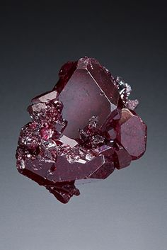 Cuprite is an energy spinner, bringing vitality, increased energy levels, flow of energy, activation of Kundalini and connection to mother earth. Being a lower Chakra stone and an energy booster, Cuprite can aptly assist in the realms of the physical – in particular, releasing fears and traumas held from the past which are mostly stored in the lower Chakras.